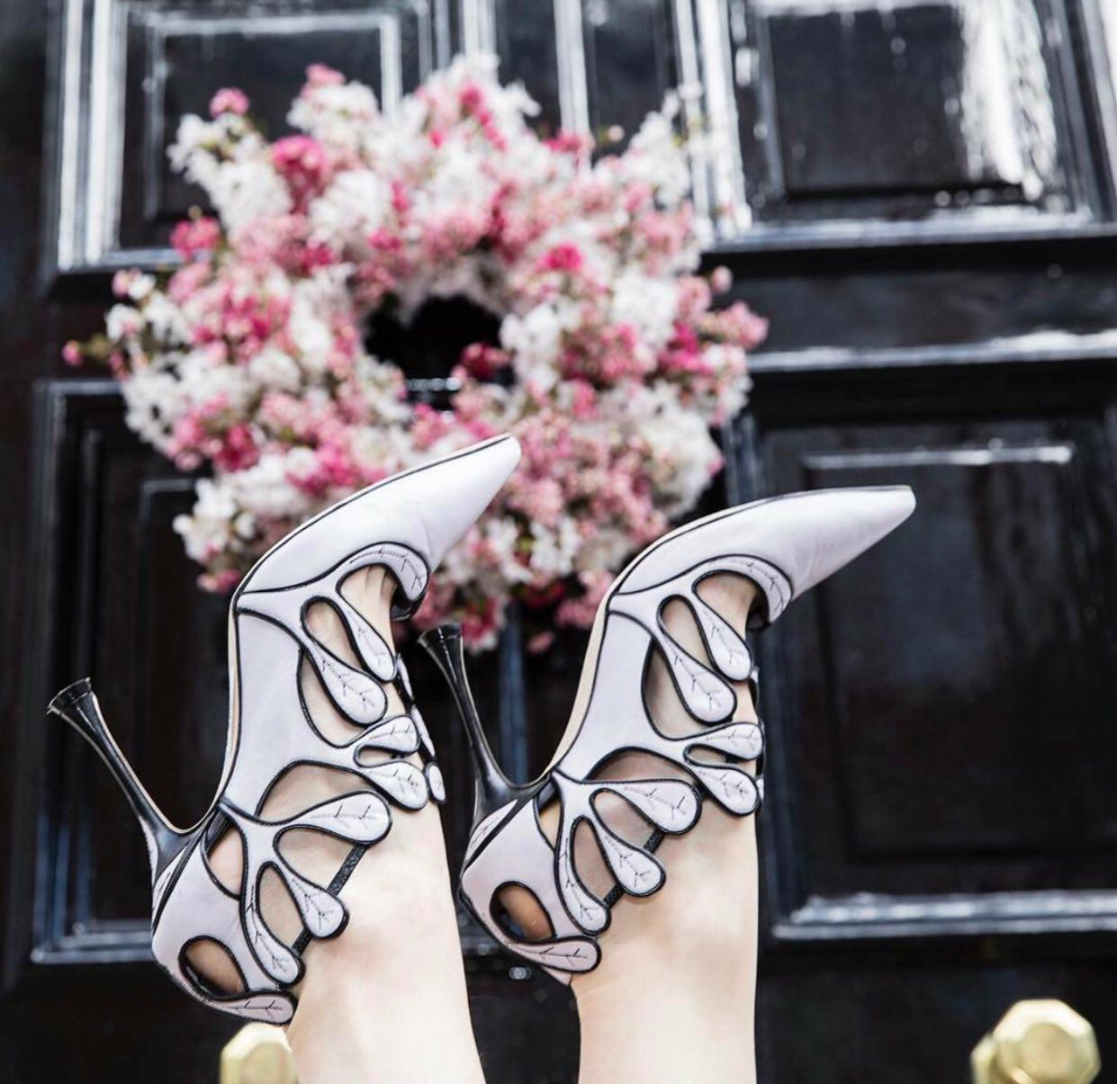 اتیکت کفش